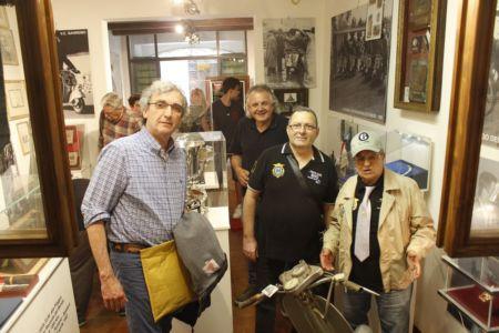 2 Giugno 2018 Cav. Giuseppe Cau Visita Il Museo Vite Da Vespa (10)