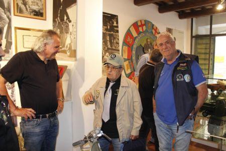 2 Giugno 2018 Cav. Giuseppe Cau Visita Il Museo Vite Da Vespa (3)