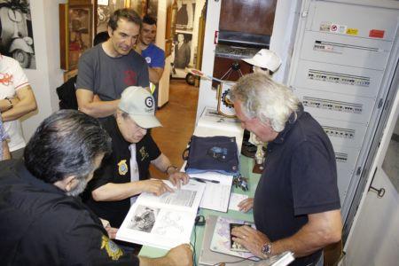 2 Giugno 2018 Cav. Giuseppe Cau Visita Il Museo Vite Da Vespa (43)