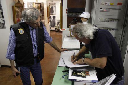 2 Giugno 2018 Cav. Giuseppe Cau Visita Il Museo Vite Da Vespa (78)