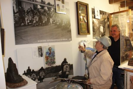 2 Giugno 2018 Cav. Giuseppe Cau Visita Il Museo Vite Da Vespa (7)